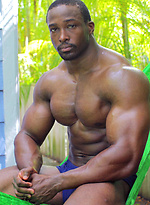 Ebony bodybuilder Yumon Eaton